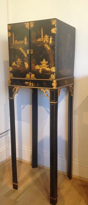 Chinoiserie Collectors Cabinet